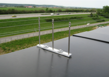 Taubenvergrämung mit dem Vogeldrahtsystem. Geeignet bei leichtem bis mittleren Taubenbefall.