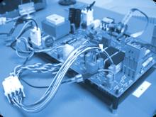 Funktionstests mit selbstentwickelten Prüfgeräten und Adaptern
