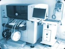 Für die Präzision bei der Bestückung von Leiterplatten sorgen moderne SMD-Bestückungsautomaten und unsere qualifizierten Fachkräfte in der manuellen THT-Bestückung.