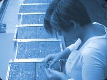 Im Praktikum wird die Montage von elektronischen Baugruppen durchgeführt