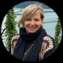 Daniela Bunschi ist Inhaberin von Luna Schmuck und Wohnen in Wetzikon. In ihrem Laden an der Bahnhofstrasse findest Du Schönes zum Anziehen, Dekorieren und für die Körperpflege.