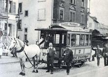 Das letzte Rösslitram in Zürich am 5. August 1900 vor dem Restaurant 'Friedensburg' im Seefeld. (Bild: Wikipedia)