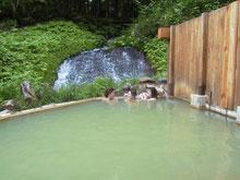 自然と一体となれる「滝見の湯」