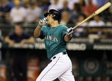 Nella foto, Alex Liddi batte valido con la casacca dei Seattle Mariners (blogs.bettor.com)