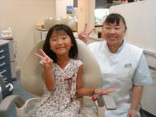PMTC後、ツルツルになった歯を見せて、歯科衛生士とにっこり。