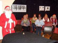 Der Nikolaus besucht die Chorgemeinschaft