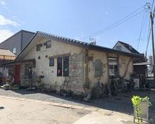 Excel Art エクセルアート(外構・造園 岐阜県)赤いエイジング塗装の扉といやし空間のある花屋