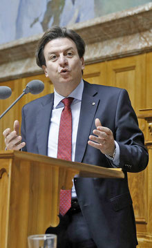 Der Berner Gewerkschafter Corrado Pardini behauptet, ein gesetzlicher Mindestlohn sei gut für die Wirtschaft.