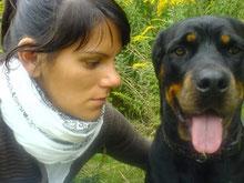 Julia Schulz mit ihrem Hund Camo