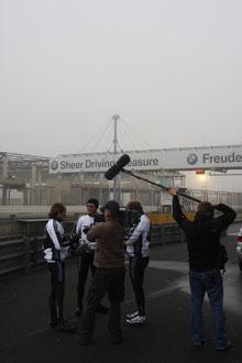 Pressebericht über Respect for life Trikots Eweleit am Nürburgring mit Jörg van Ommen und Tim Schrick