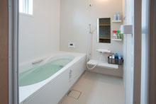 夢住の家-むすのいえ- 共用風呂・洗濯スペース