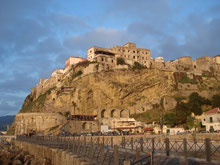 Castello Murat in Pizzo, Kalabrien, Blick von unten, Sonnenuntergang Pizzo