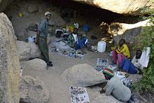 Besuch der Small-Miners in ihrem Camp