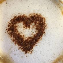 Gestern am Morgen ein Zeichen auf dem Frühstückskaffee