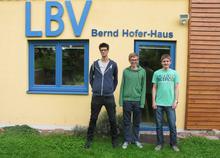 Im Bild: Links der ehemalige Bufdi Freddi, daneben seine Nachfolger Lars und Matthias