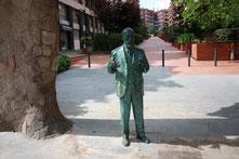 Скульптура Гауди в Барселоне.