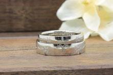 二つ合わせて雪の結晶になる結婚指輪
