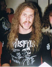 James Hetfield mit Legacy Of Brutality MISFITS-Shirt