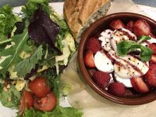 """Salat """"Feige Ziege"""" mit gratiniertem Ziegenfrischkäse, Feigensenfkirschdressing"""