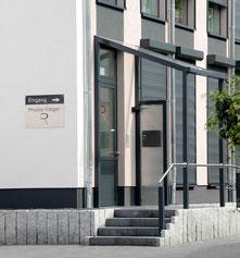 Eingangsbereich der Paxis Physio Rieger in der Leipziger Straße 61 in 06766 Bitterfeld-Wolfen