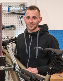 Alexander Kimmel Werkstattmitarbeiter im Dreirad-Zentrum Fuchstal