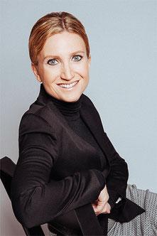 Ihre Dermatologin Daniela H. Billep freut sich auf Ihren Besuch in der Spandauer Hautarztpraxis. © Fotografie JK Photographs
