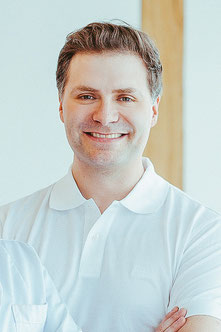 Praxismanager Marco Billep organisiert und verwaltet alle Angelegenheiten in unserer Hautarztpraxis