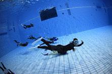 ドルフィンスイム,スキンダイビングプール練習会,スクールで泳ぐドルフィンスイマー