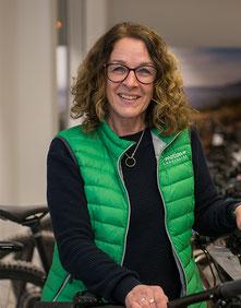 Renate Piehler im Lastenfahrrad-Zentrum Fuchstal