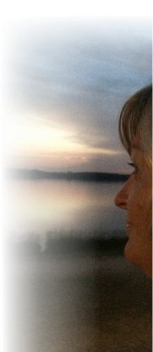 meditativer Blick in den Sonnenuntergang am Seeauf