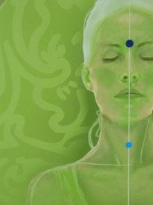 Bild : Gesicht einer Frau mit eingezeichneten Chakren durch Punkte