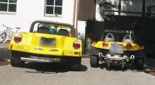 zwei gelbe Buggys
