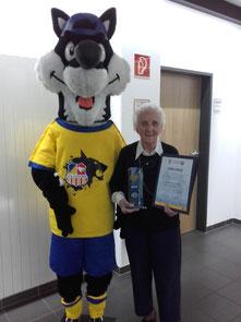 Margit Schieder mit ihrer Auszeichnung. Foto: Gerhard Schieder