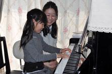 ピアノだけでなくリトミックやソルフェージュなどを取り入れた充実のレッスン