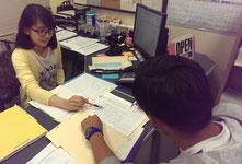 ISSで留学生のサポートを行う橋田さん