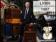 Bernard Arnault à New York avec des malles Louis Vuitton.