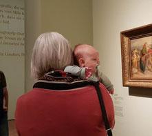 BU: Mit Baby im Museum. Foto: privat.