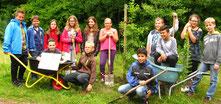 Schüler der Hefner-Alteneck-Schule haben eine Traubeneiche gepflanzt (Fotos/Text: Thomas Staab/LBV)