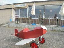 Leere Ränge statt Flugplatzfest in Wershofen (Foto: Uwe Bodenheim)