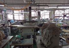 ミシンのカバーが可愛い女性が多い工場