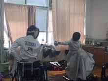 メダル獲得後、一層熱心に練習する櫻井選手(右)