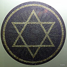 Symbol über dem Eingang