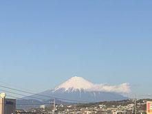 事務所から臨む富士山。来年もこんな晴れやかな気分で過ごしたい。