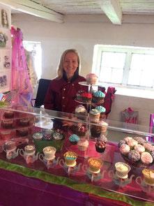 Verkaufsstand auf Gut Bossee mit unterschiedlichsten Cupcake-Kreationen