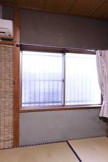 型ガラスで外の景色も見えず隙間風もあり
