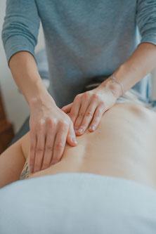 Massage eines Rückens