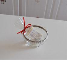 Handgefertigte Seife mit Glas