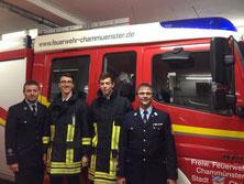 Die beiden neuen Atemschutzträger Sebastian (2.v.li.) und Martin Schwägerl (2.v.re.) mit Kommandant Tomas Gebhard und Vorstand Roland Schießl