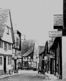 Blick in die Heiße Straße - vorn rechts: Roßschlachterei L. Lindemeyer Postkartenausschnitt - undatiert