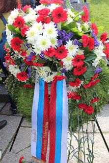 Kranz in den Farben Russlands: Botschaft der Russischen Föderation in Deutschland. 9.Mai 2015 Sowjetisches Ehrenmal. Foto: Helga Karl